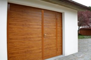 portone basculante legno