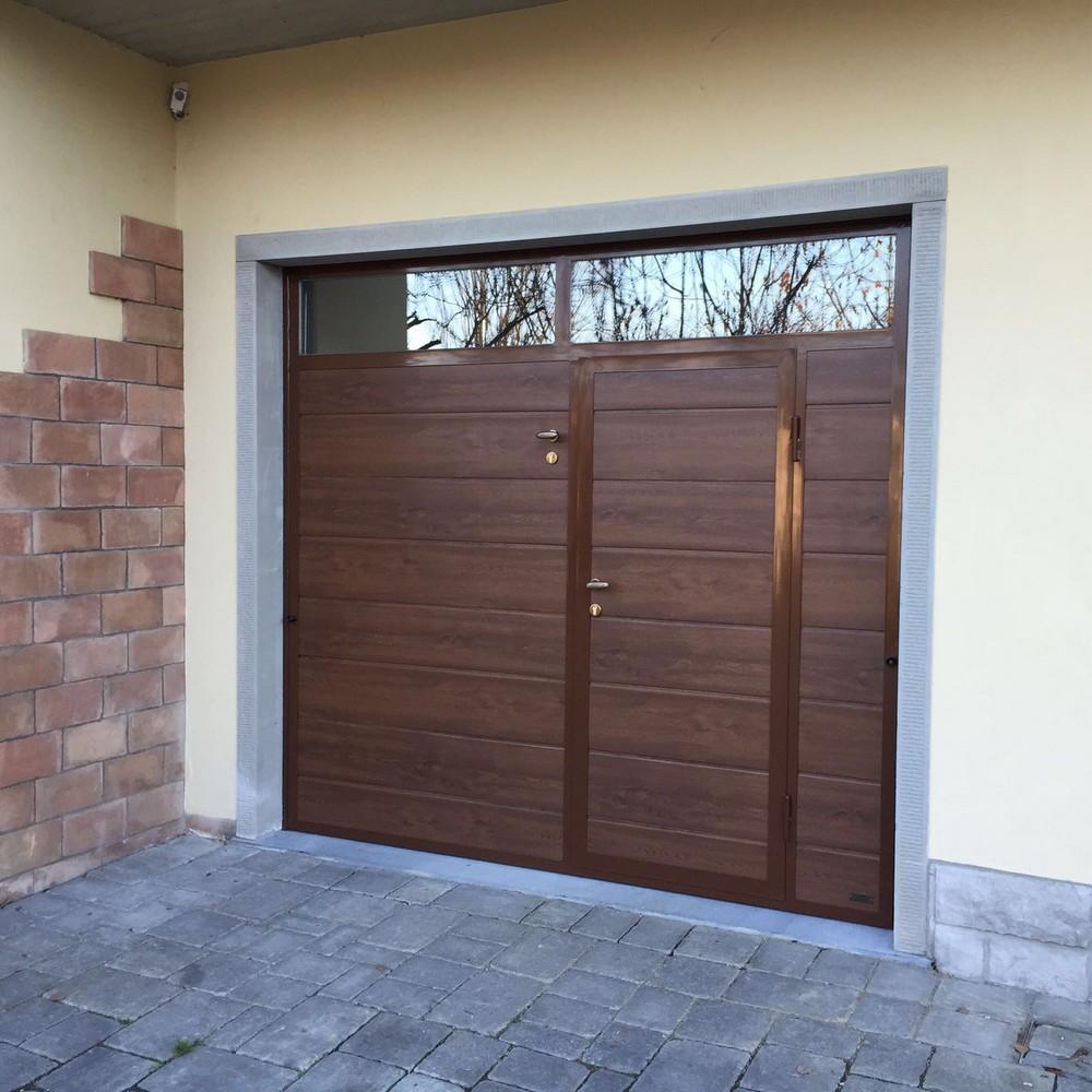 Porte basculanti in pannelli sd group for Finestra basculante