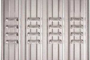 porte basculanti in metallo